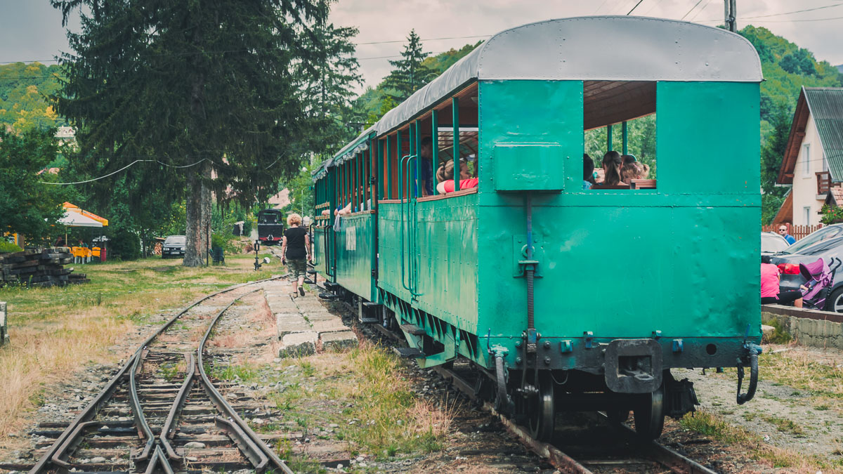 Passenger cars in Gara Mică.
