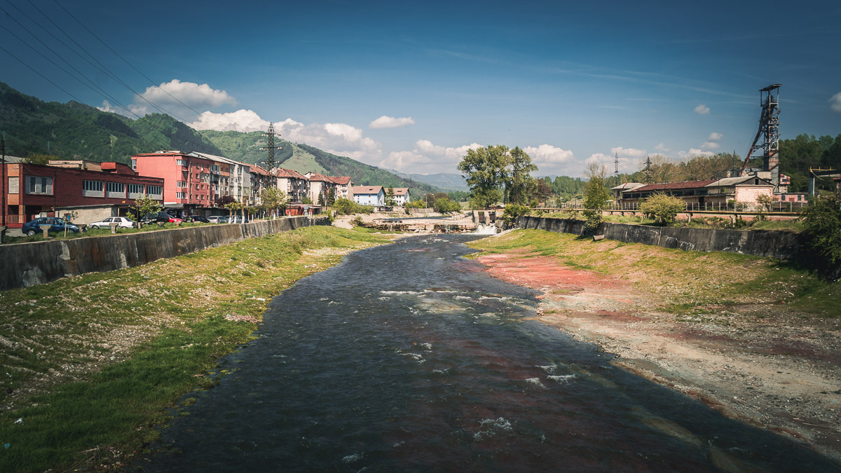 The Jiu river in Petrila right next to the coal mine.