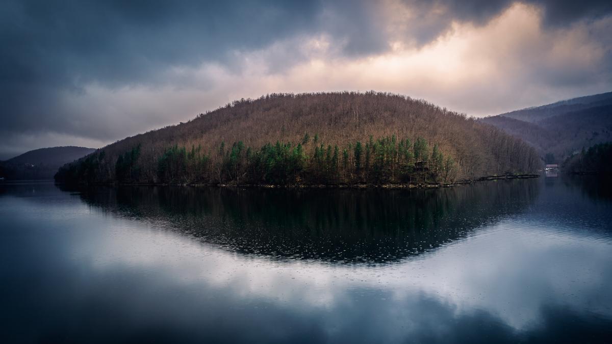 Lake Gozna in Văliug.